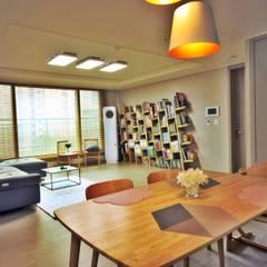 [홈라떼] 동탄 34평 새아파트 홈스타일링 -주방: homelatte의  다이닝 룸