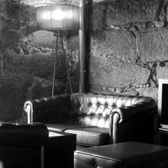 Sala de provas da Vasconcellos : Adegas  por Área77 - arquitectura, engenharia e design, lda