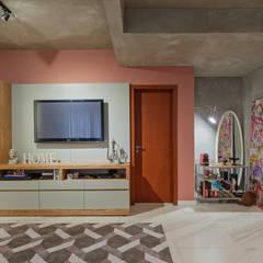 Apartamento São Bento: Salas de estar  por Jacqueline Ortega Design de Ambientes