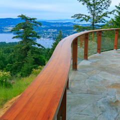 Arbutus House - Curved Handrail:  Patios & Decks by Helliwell + Smith • Blue Sky Architecture