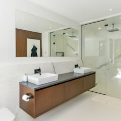 Rockcliffe Park:  Bathroom by Flynn Architect ,