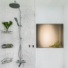 Master Bathroom:  浴室 by 鄭士傑室內設計
