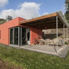 Alpendre: Casas  por Mayer & Selders Arquitectura