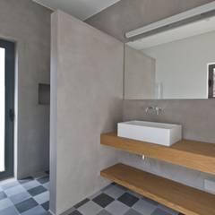 Casa de Banho: Casas de banho  por Mayer & Selders Arquitectura