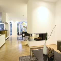 :  Living room by Boldt Innenausbau GmbH - Tischlerei & Raumkonzepte