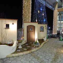 夜に輝くおしゃれなフードコートオープンテラス(商業施設) | エクステリア&ガーデンデザイン専門店 エクステリアモミの木: エクステリアモミの木 | エクステリア&ガーデンデザイン専門店が手掛けたショッピングセンターです。