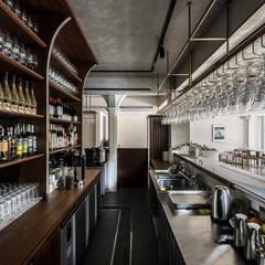 Bars & clubs by 鄭士傑室內設計