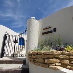 地中海風の門がまえのおしゃれな庭 | エクステリア&ガーデンデザイン専門店 エクステリアモミの木: エクステリアモミの木 | エクステリア&ガーデンデザイン専門店が手掛けた庭です。