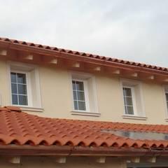 Cornici in EPS per finestre: Finestre in stile  di Eleni Decor