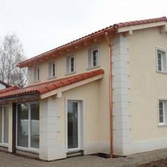 Villeta con decorazioni architettoniche in stile rustico moderno: Case in stile  di Eleni Decor