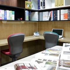 デザインスペース: 株式会社Juju INTERIOR DESIGNSが手掛けたオフィススペース&店です。
