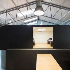 On-Rope: Escritórios e Espaços de trabalho  por Gabriela Pinto Arquitetura,Industrial