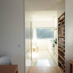 Apartamento_Caminha: Cozinhas  por Gabriela Pinto Arquitetura