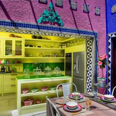 Breakfast Conservatory Kitchen:  Kitchen by W Cubed Interior Design