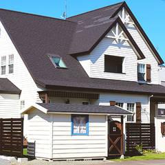 パティオが似合う家: 株式会社エクスリーフが手掛けた家です。,コロニアル プラスティック