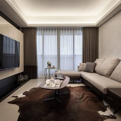 。紳士居所。:  客廳 by 你你空間設計