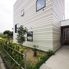 アプローチ: YIA イシウエヨシヒロ建築設計事務所が手掛けたアプローチです。