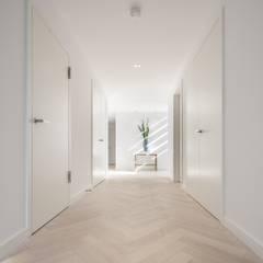 Wick Lane, Christchurch By Jigsaw Interior Design:  Corridor & hallway by Jigsaw Interior Architecture