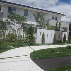 クリニックのアプローチ   エクステリア&ガーデンデザイン専門店 エクステリアモミの木: エクステリアモミの木   エクステリア&ガーデンデザイン専門店が手掛けた病院です。