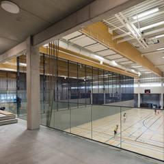 SCHOOL CAMPUS PEER, BELGIUM:  Fitnessruimte door Bekkering Adams architecten,