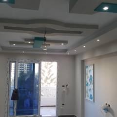 الأسكندرية:  غرفة المعيشة تنفيذ القصر للدهانات والديكور