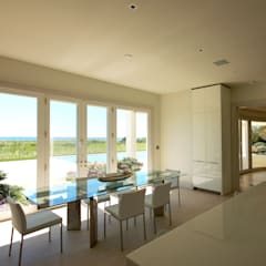 Dune House: modern Dining room by SA-DA Architecture