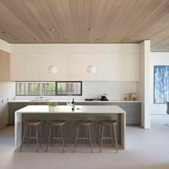 The Lantern House:  Kitchen by Feldman Architecture