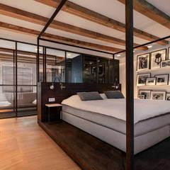 Een hemelbed in het  paradijs:  Slaapkamer door Studio RUIM