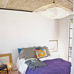 Chambre de style  par Juan Carlos Loyo Arquitectura, Moderne