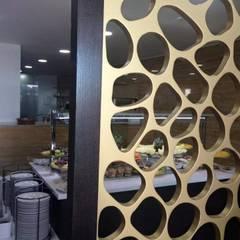 Pormenor do biombo: Escolas  por Área77 - arquitectura, engenharia e design, lda