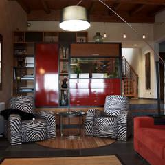 VIVIENDA UNIFAMILIAR EN SADA: Salones de estilo  de Intra Arquitectos