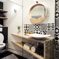 Bathroom by MadaM Architecture