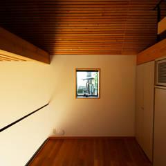 ステップフロア: すわ製作所が手掛けた廊下 & 玄関です。