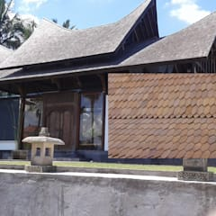 teja de madera de teca : Hoteles de estilo  de Ale debali study