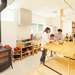 آشپزخانه by 株式会社 建築工房零