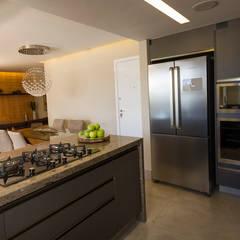 Cozinha Americana  e Sala de Jantar: Cozinhas ecléticas por Designare Ambientes