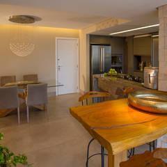Espaços Integrados: Varanda Gourmet, Sala de Jantar e Cozinha Americana: Salas de jantar  por Designare Ambientes