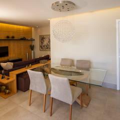 Sala de Jantar e TV integradas: Salas de jantar  por Designare Ambientes