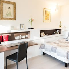 Un appartement moderne entre blanc et bois : Chambre de style  par ATELIER FB