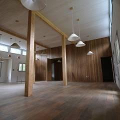Casa Hott: Comedores de estilo  por Kanda arquitectos