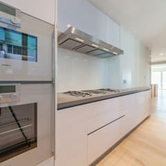 :  Kitchen by arctitudesign, Minimalist MDF