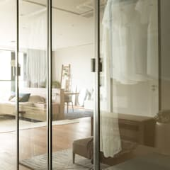All in one Space:  Dressing room by Sensearchitects_Limited