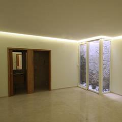 """Casa J+L (em colaboração com o Gabinete """"Esquissos 3G""""): Ginásios  por Ricardo Baptista, Arquitecto"""