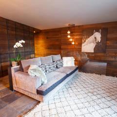 EP Alpine Mansion: Soggiorno in stile  di BEARprogetti - Architetto Enrico Bellotti