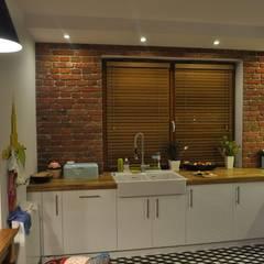 Żaluzja drewniana w kuchni: styl , w kategorii Kuchnia zaprojektowany przez Gama Styl