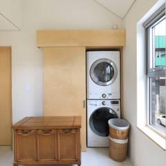 Spogliatoio in stile  di 주택설계전문 디자인그룹 홈스타일토토