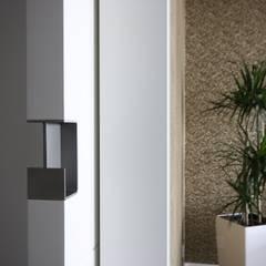 :  Corridor & hallway by Boldt Innenausbau GmbH - Tischlerei & Raumkonzepte