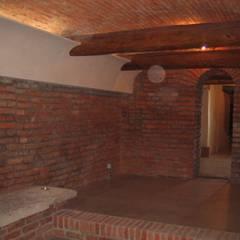 Spazio commerciale P.zza Marconi - Mantova: Negozi & Locali commerciali in stile  di Studio arch. Orban Agota