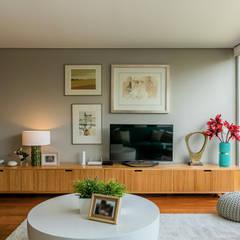 Moradia Bairro dos Músicos: Salas de estar  por Franca Arquitectura,Moderno