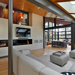 West hawk Lake Cottage:  Living room by Unit 7 Architecture